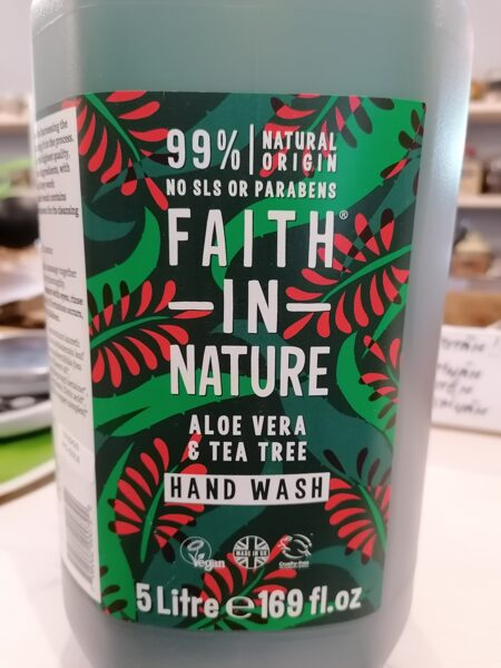 Faith in nature šķidrās ziepes ar alveju un tējas koka ēterisko eļļu 500ml